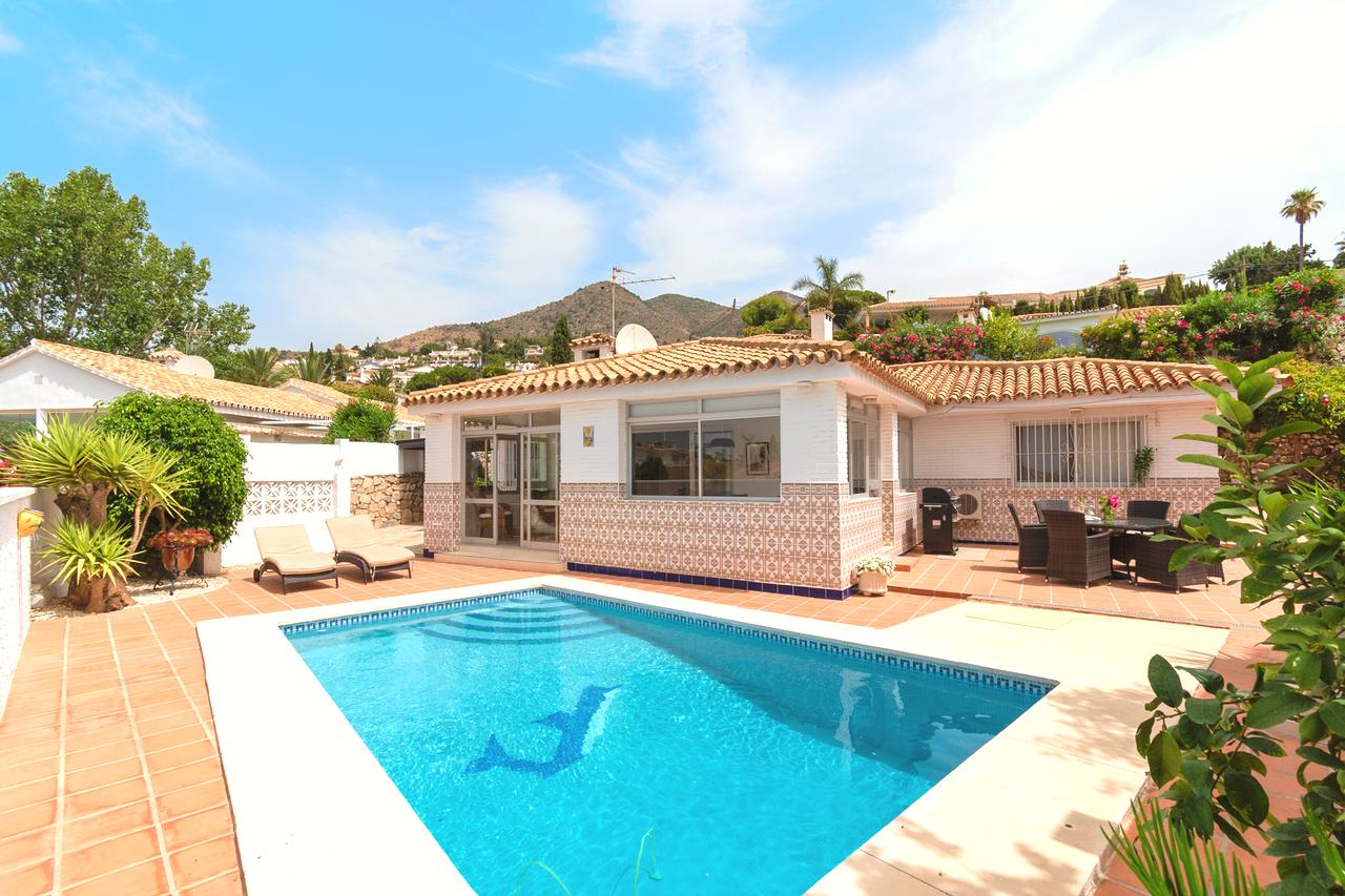 Dejlig lys villa med privat pool